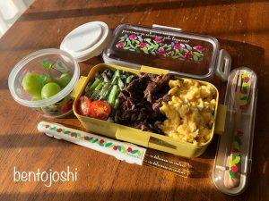 中学生女子小松菜の三食丼のお弁当おかず