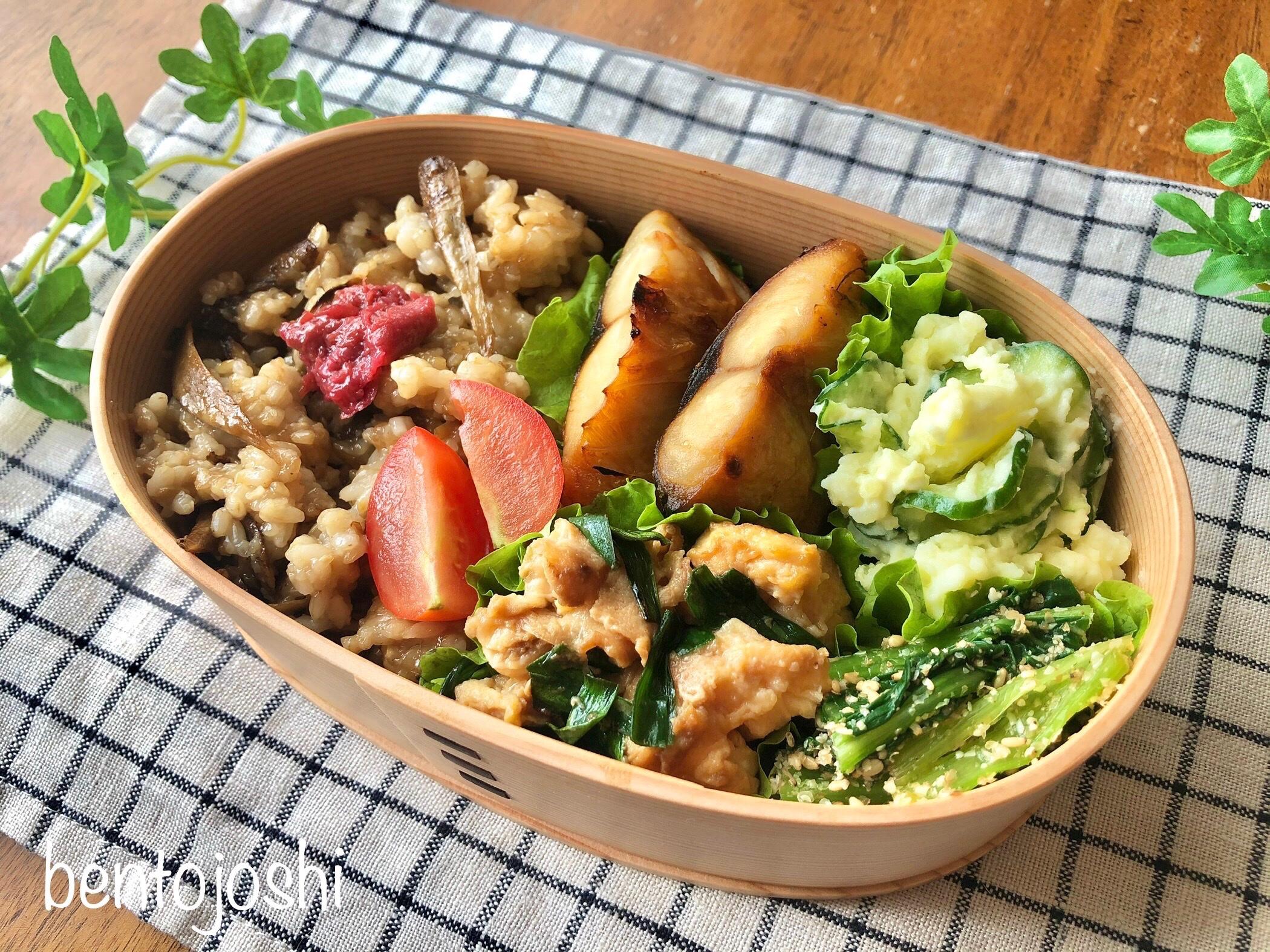 木のお弁当箱と玄米